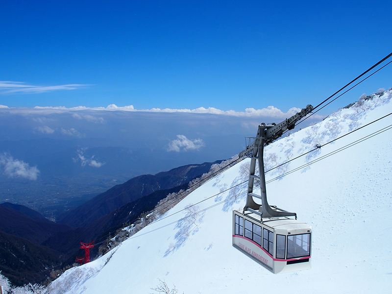 The middle of December: Snow mountain and Ropeway
